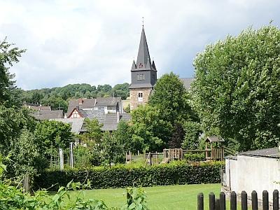 Im Umfeld der ehrwürdigen Pfarrkirche St. Remaklus ist die Wohnqualität ausgezeichnet